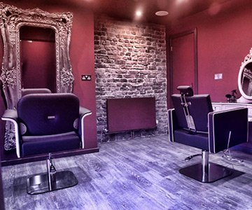 Curl Up & Dye Salon