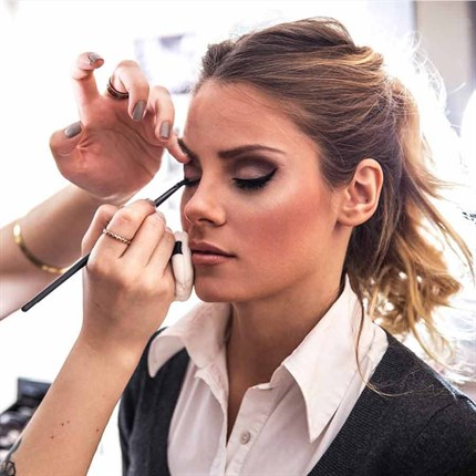 Beginners Makeup Techniques - East Kilbride - 9th May 2019